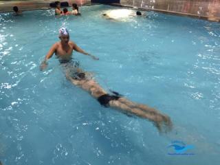 Kỹ thuật đứng nước và lướt nước khi bơi