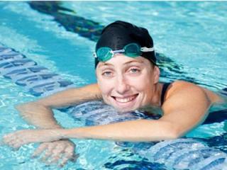 Cách đội mũ bơi đúng cách - chăm sóc tóc sau khi bơi