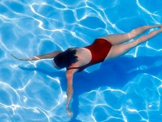 Thở một bên trong bơi sải là đúng hay sai?
