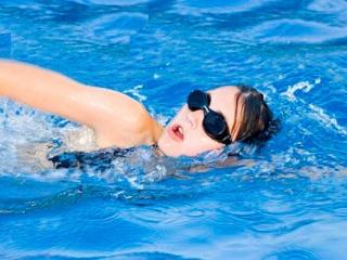 Hướng dẫn lựa chọn kính bơi và cách đeo kính bơi chuẩn nhất