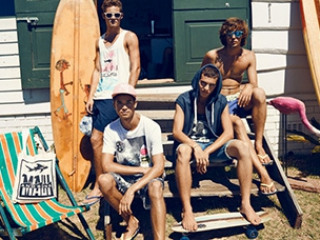 Phụ kiện đi biển không thể thiếu dành cho các chàng trai