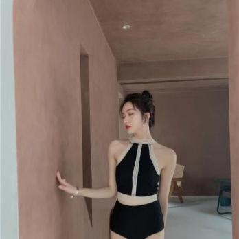 Bộ bơi rời - chân váy voan đen