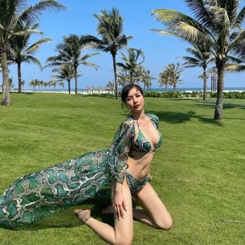 Bộ đồ bơi kèm váy