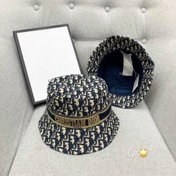 Mũ Dior